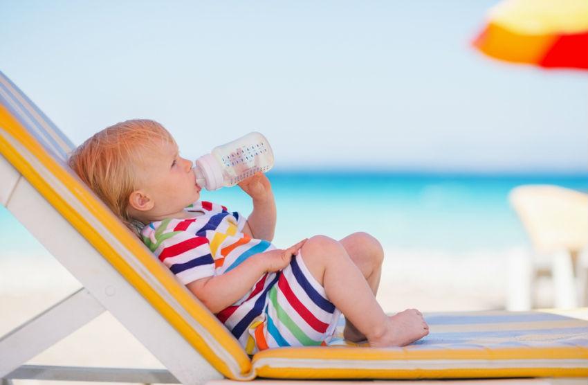 Yaz Aylarında Bebeğinle Tatile Çıkarken Yanına Alman Gereken 10 Eşya!