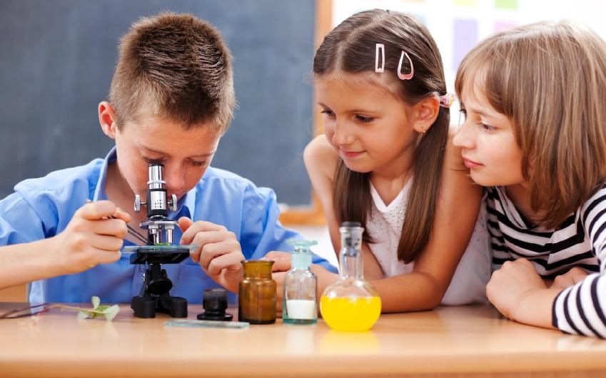 İstanbul' da Çocuğunu Götürebileceğin 10 Bilim Atölyesi Önerisi!