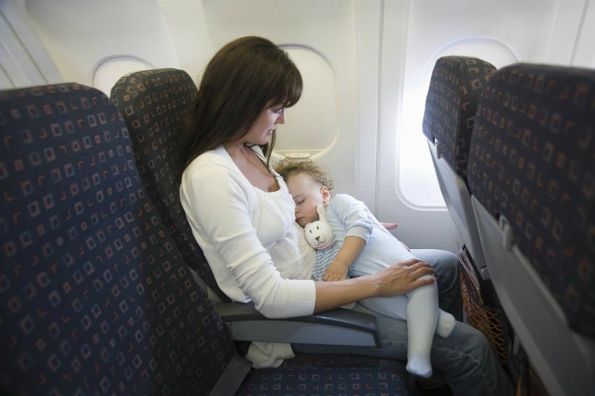 Bebeğinle Uçak Yolculuğuna Çıkmadan Önce Oku, Pişman Olma!