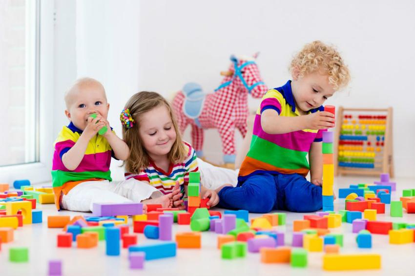 Bebeklerin ilk yaş oyuncakları neler olmalı