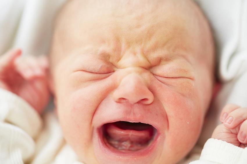 Yeni doğan bir bebek neden tükürüyor